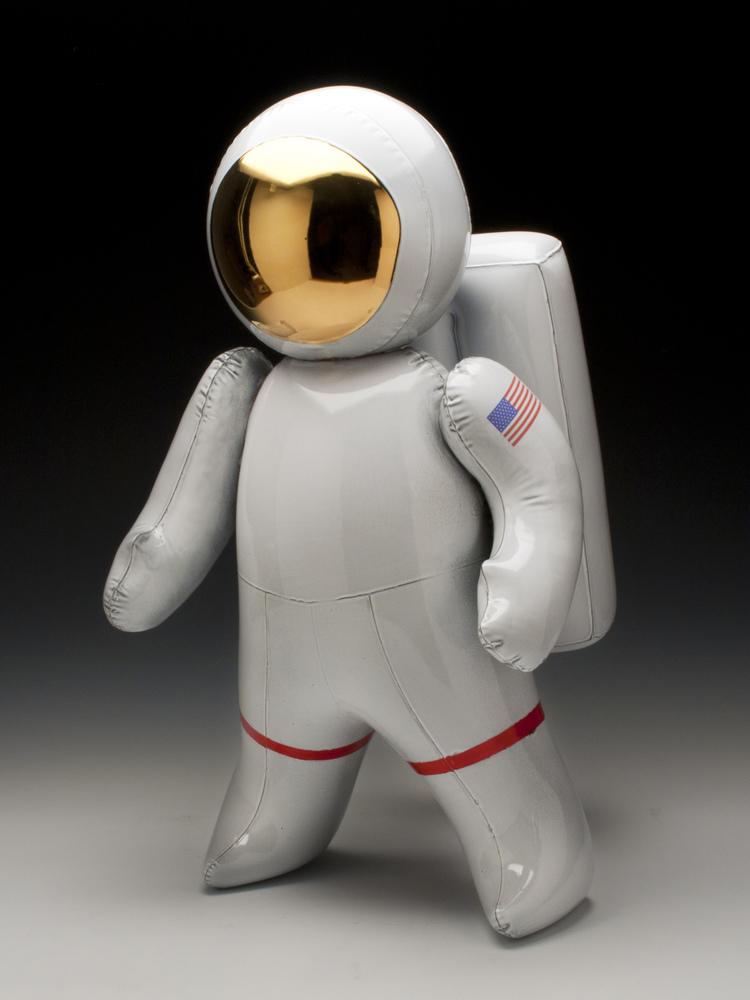 1_brett_kern_inflatable_ceramic_toys_ceramiczne_zabawki_american_design_amerykanskie_wzronictwo