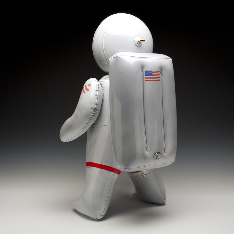 2_brett_kern_inflatable_ceramic_toys_ceramiczne_zabawki_american_design_amerykanskie_wzronictwo